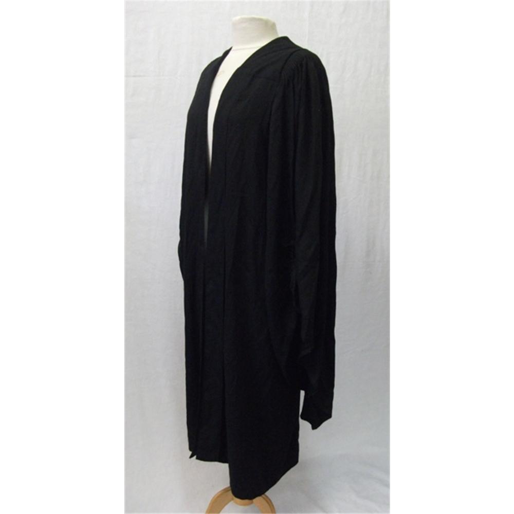 ¿Comprar o rentar mi toga de graduación?