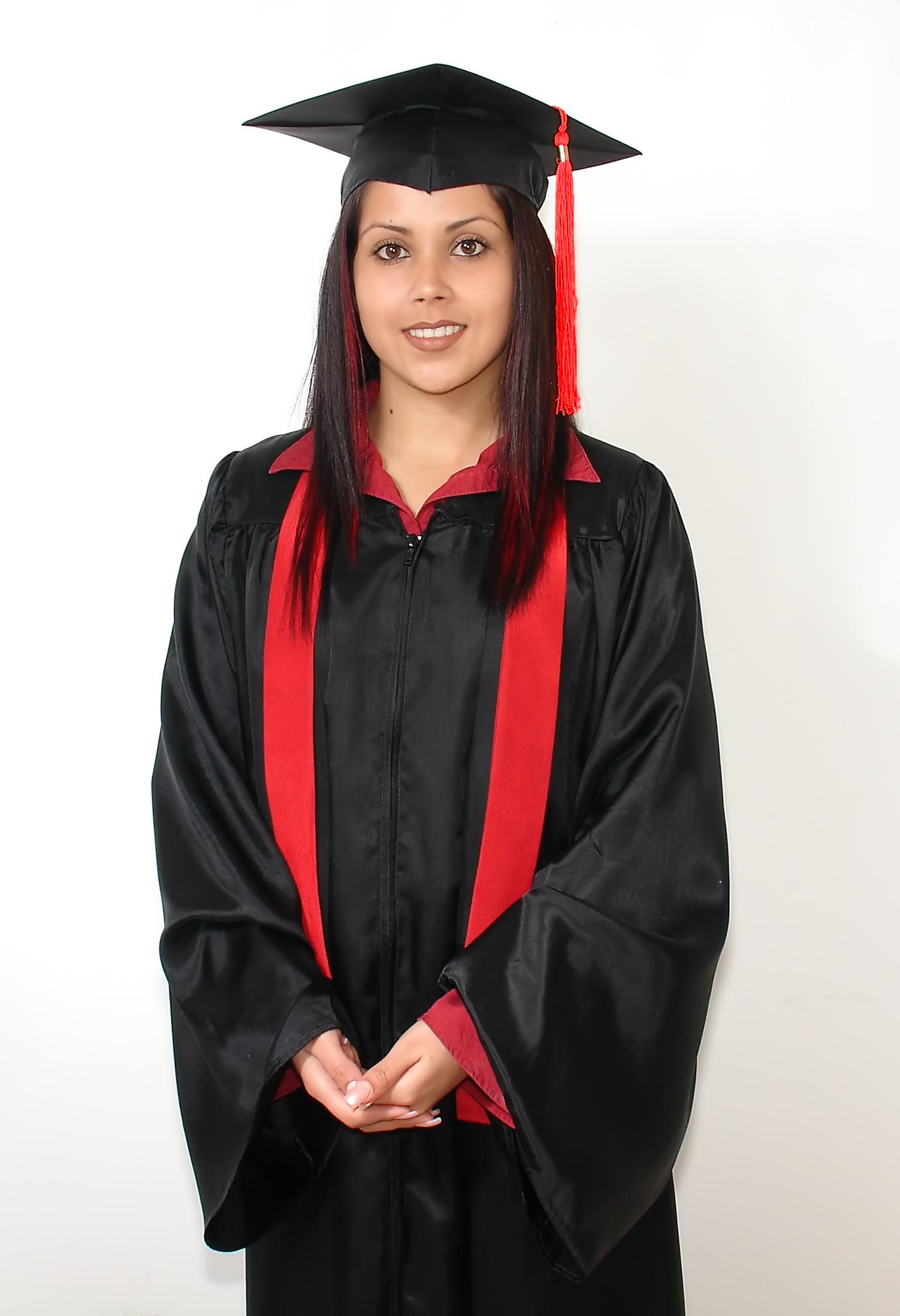 ¿Sabes Como Nacio la Tradicion de Usar Togas en la Graduacion?
