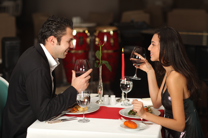Romantic dinner date photo (1)