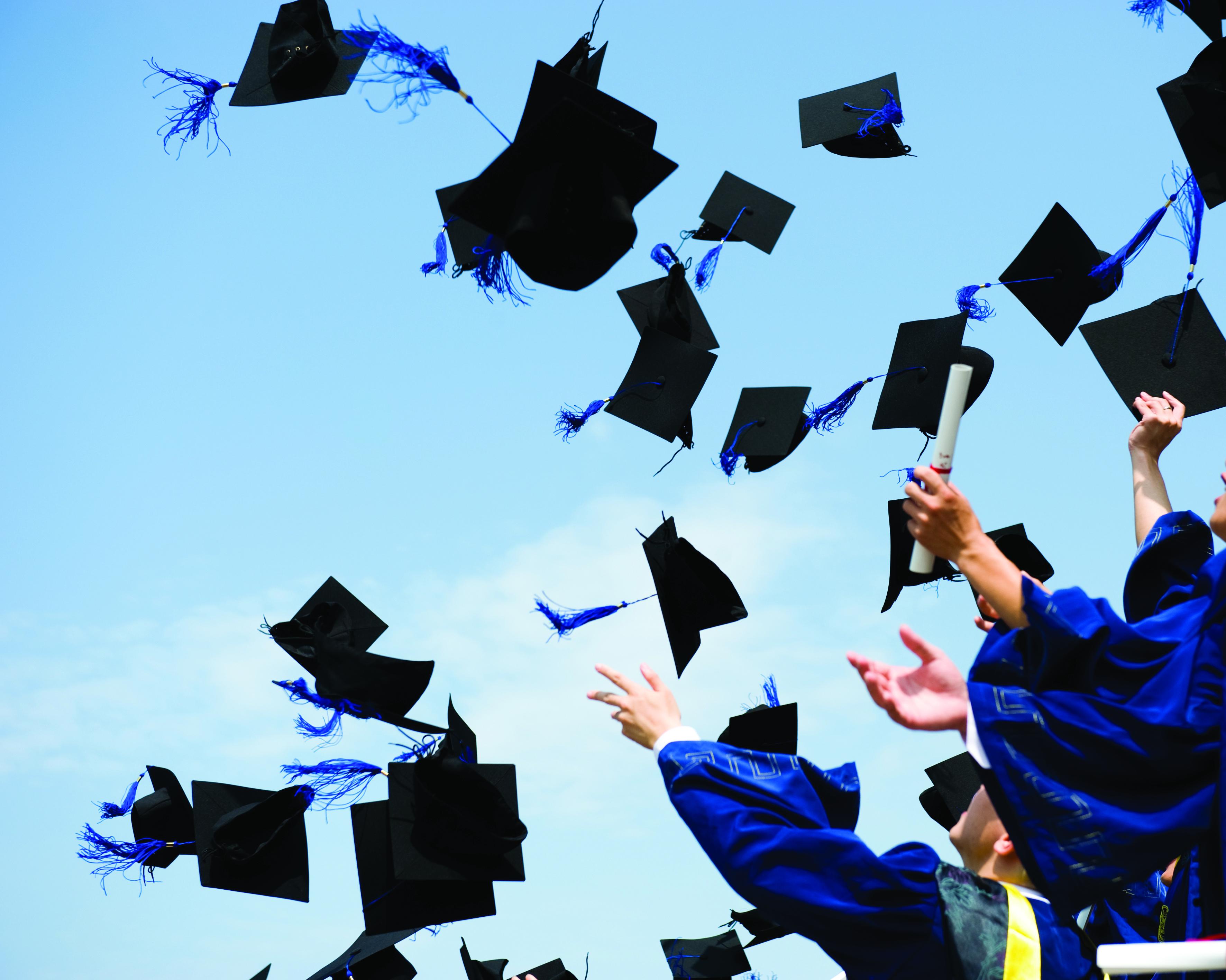 Tradiciones de graduación: Arrojar el birrete
