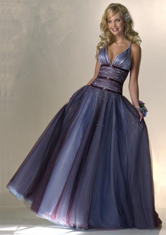 Tips para elegir el color de tu vestido de graduación