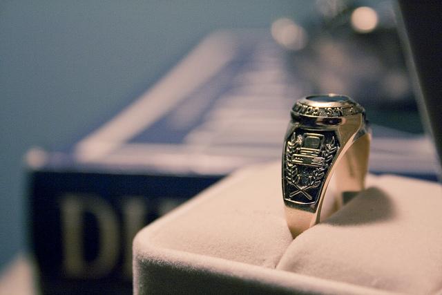 La tradición del anillo de graduación