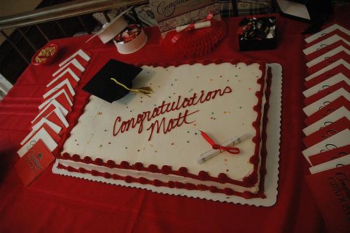 Cómo hacer una fiesta de graduación para un hijo