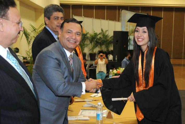 Los padrinos en la graduación