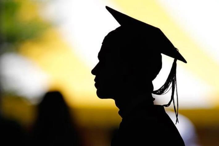 Ser o no ser graduado universitario, esa es la cuestión